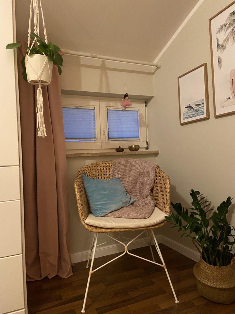 Ein gemütlicher Stuhl in der Lese-Ecke.